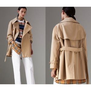 Burberry - Exaggerated Collar Trench Coat in Honey